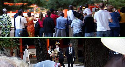 外国人観光客と平安神宮の結婚式